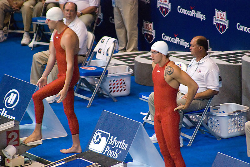 800px-Swimmers_with_Jaked